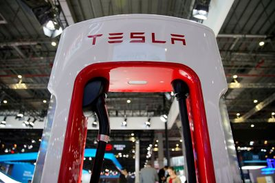 Preview image for Reuters - Ross Gerber: Tesla's plans for batteries, China scrutinized as Musk drops features